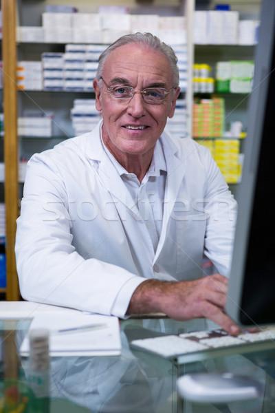 Pharmacien portrait pharmacie affaires ordinateur Photo stock © wavebreak_media