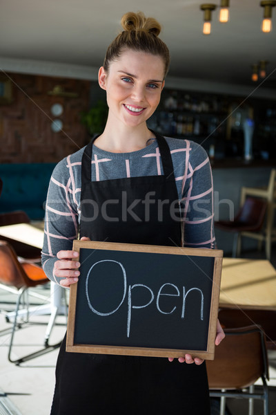 Porträt Kellnerin Kaffeehaus Computer Stock foto © wavebreak_media