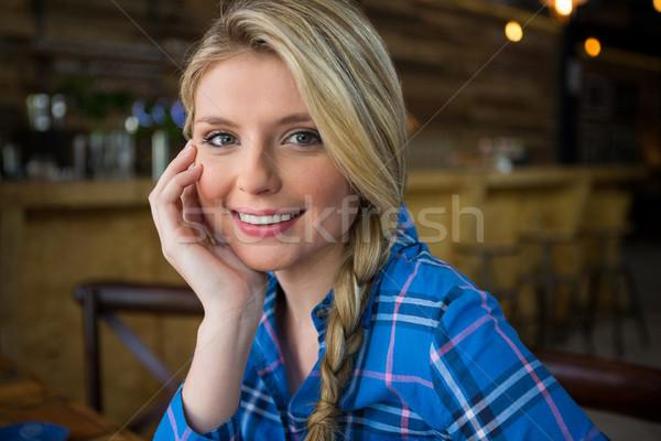 Mosolygó nő szőke haj kávéház nő telefon Stock fotó © wavebreak_media