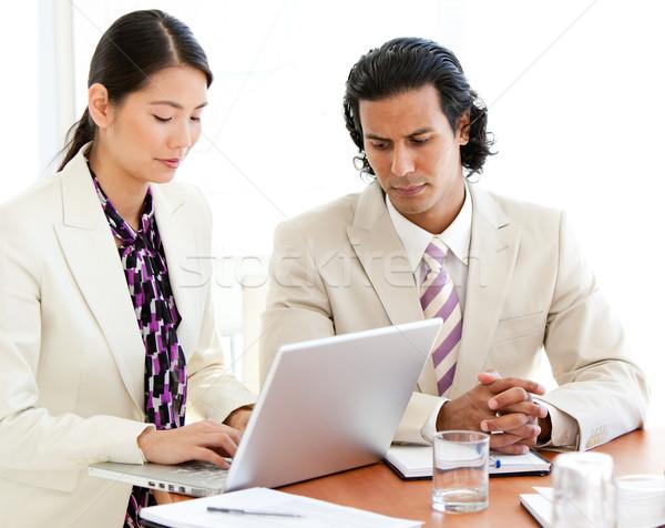 Concentrado pessoas de negócios trabalhando laptop reunião negócio Foto stock © wavebreak_media