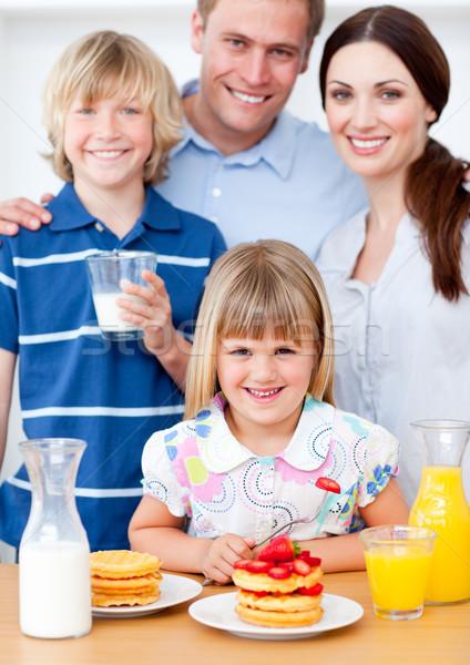 Stockfoto: Blijde · familie · eten · ontbijt · keuken · home