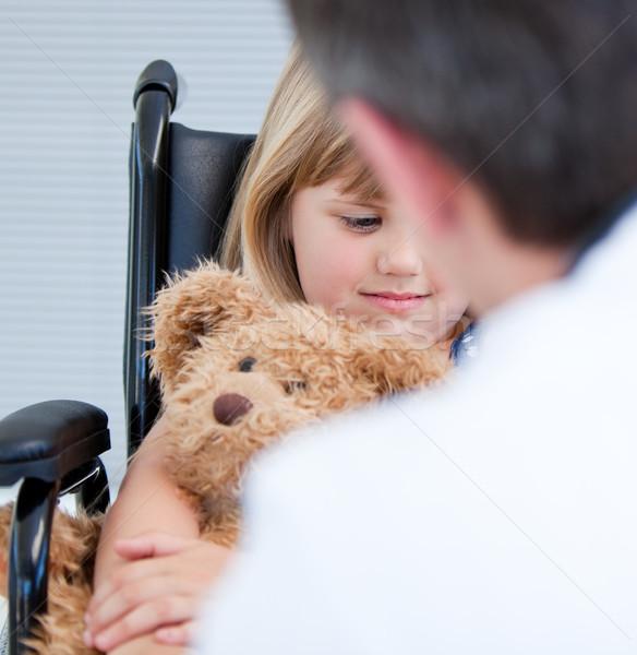 мужской доктор говорить инвалидов девочку больницу человека Сток-фото © wavebreak_media