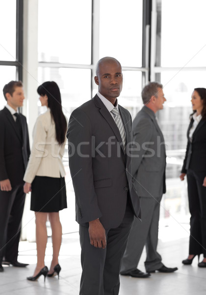 Ernstig business leider naar camera team Stockfoto © wavebreak_media