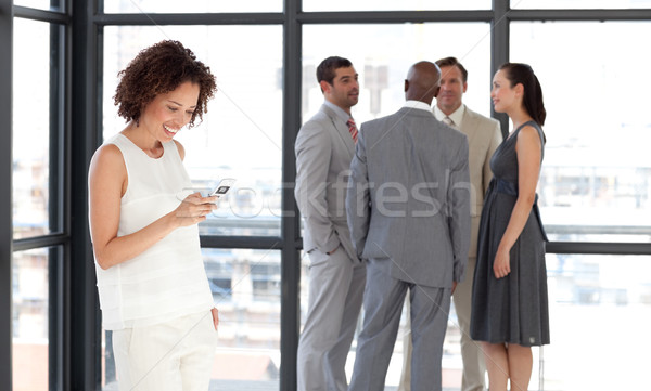 Karizmatikus üzletasszony telefon iroda csapat nő Stock fotó © wavebreak_media