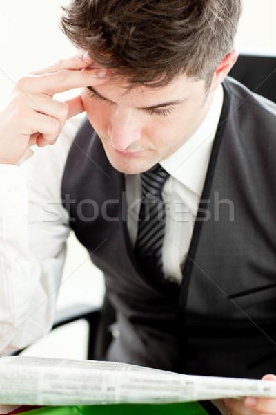 концентрированный бизнесмен чтение газета сидят служба Сток-фото © wavebreak_media