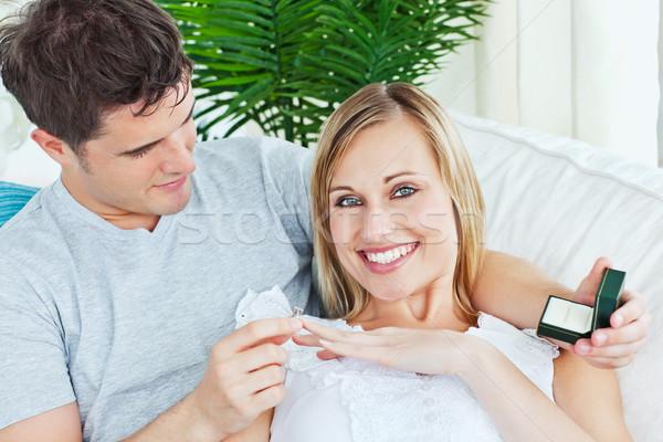 Wesoły kobieta obrączki wniosek domu uśmiechnięty Zdjęcia stock © wavebreak_media