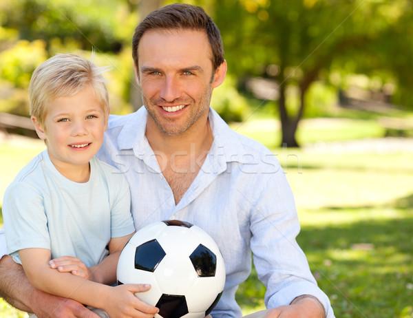 Hijo de padre partido de fútbol familia hierba hombre naturaleza Foto stock © wavebreak_media