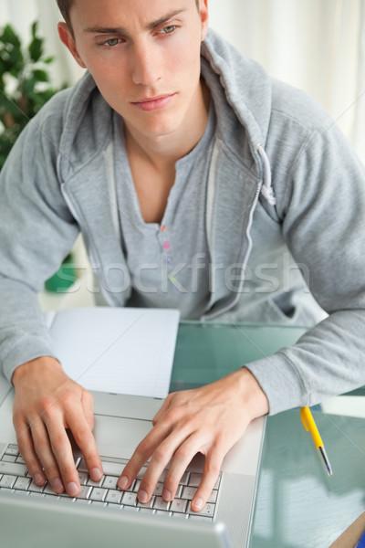 Diák házi feladat netbook dolgozik tanulás gondolkodik Stock fotó © wavebreak_media