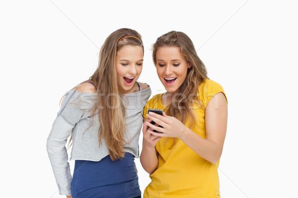 Dois mulheres jovens olhando branco leitura Foto stock © wavebreak_media