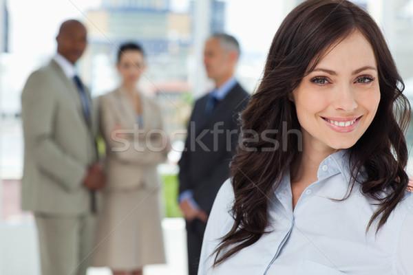 Jungen Geschäftsfrau lächelnd schauen vor Team Stock foto © wavebreak_media