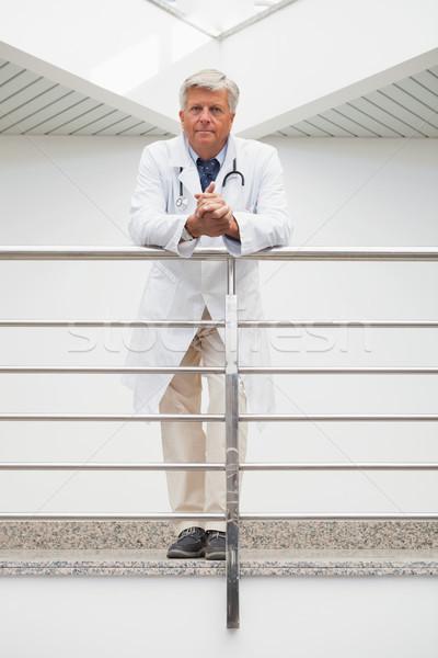 Uśmiechnięty lekarza kolej szpitala korytarz Zdjęcia stock © wavebreak_media