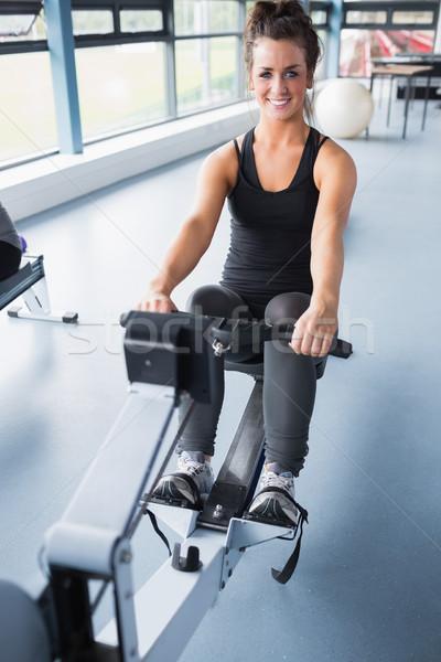 Feliz morena formación máquina gimnasio Foto stock © wavebreak_media