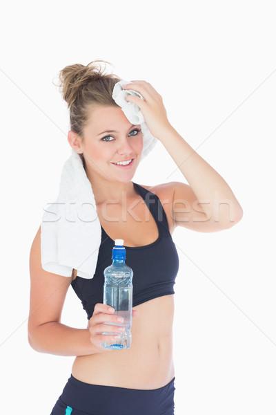 Vrouw permanente glimlachend handdoek voorhoofd Stockfoto © wavebreak_media