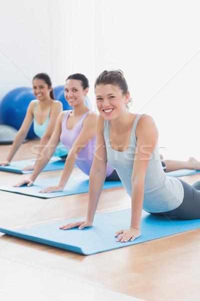 Stockfoto: Glimlachend · klasse · cobra · pose · fitness · studio