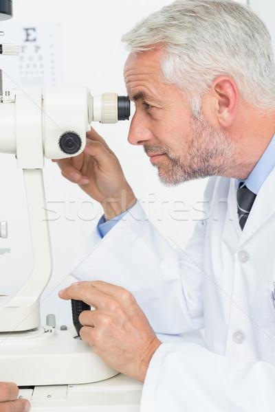 Senior opticien onderzoek kamer zijaanzicht Stockfoto © wavebreak_media