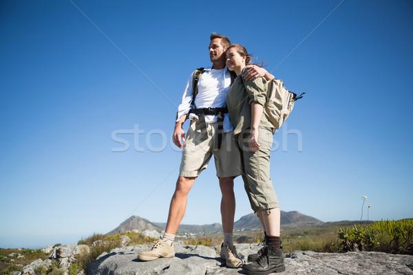 Caminhadas casal olhando fora montanha terreno Foto stock © wavebreak_media