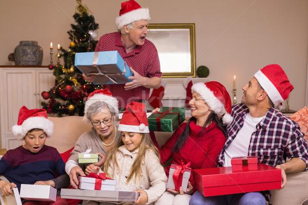 Abuelo regalo familia casa de la familia salón casa Foto stock © wavebreak_media