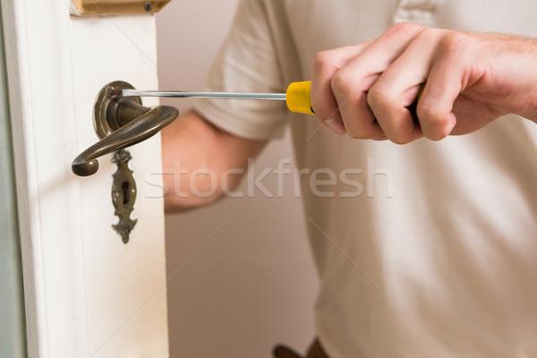 Hombre puerta manejar destornillador Foto stock © wavebreak_media