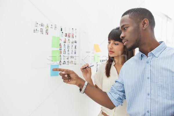 Sério trabalho em equipe indicação notas juntos escritório Foto stock © wavebreak_media