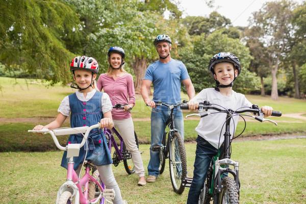 Foto stock: Família · feliz · bicicleta · parque · primavera · homem