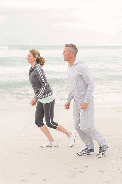 Fitt pár jogging együtt tengerpart boldog Stock fotó © wavebreak_media