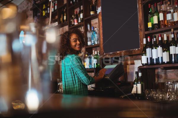 Ritratto bella femminile bar tenero elettronica Foto d'archivio © wavebreak_media