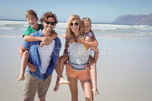 Portret uśmiechnięty rodziców dzieci plaży Zdjęcia stock © wavebreak_media