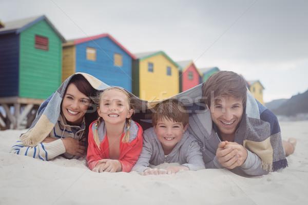 Portré boldog család homok tengerpart család lány Stock fotó © wavebreak_media