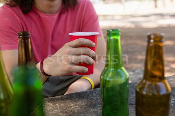 Homem descartável vidro cerveja parque Foto stock © wavebreak_media
