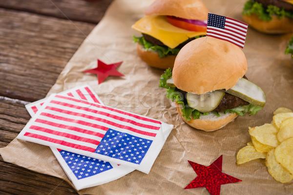 Stockfoto: Hamburger · chips · ingericht · houten · tafel · tabel