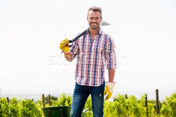Retrato sonriendo hombre pala joven Foto stock © wavebreak_media