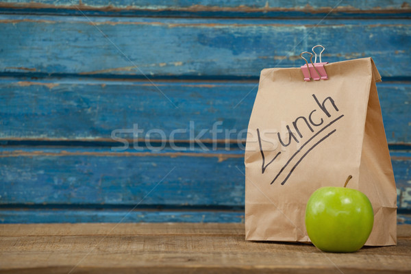 Pomme déjeuner sac bleu bois alimentaire Photo stock © wavebreak_media
