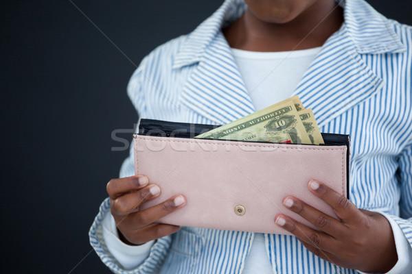 üzletasszony tart pénztárca papírpénz fal iroda Stock fotó © wavebreak_media