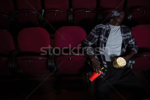 Unatkozik férfi pattogatott kukorica alszik színház film Stock fotó © wavebreak_media