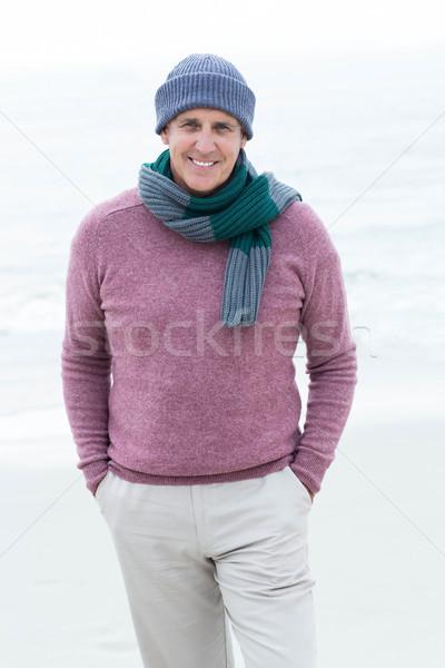 Mosolyog férfi visel meleg ruházat tengerpart Stock fotó © wavebreak_media