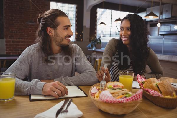 друзей продовольствие кафе улыбаясь молодые таблице Сток-фото © wavebreak_media