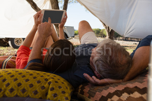 Para tabletka namiot miłości Zdjęcia stock © wavebreak_media