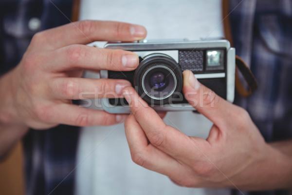 Ver masculino mãos retro câmera Foto stock © wavebreak_media