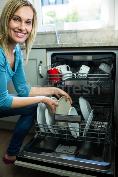 Bastante mulher loira lava-louças cozinha mulher casa Foto stock © wavebreak_media