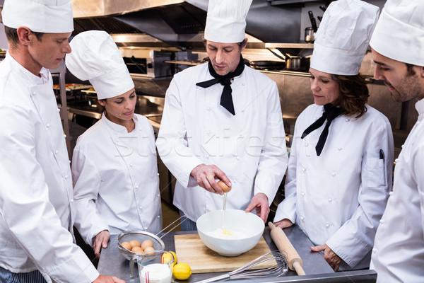 Tête chef enseignement équipe commerciaux cuisine Photo stock © wavebreak_media