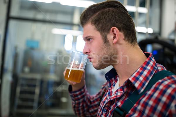 Cerveja cervejaria fábrica homem indústria Foto stock © wavebreak_media