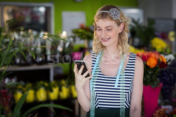 Femenino florista teléfono móvil negocios Foto stock © wavebreak_media
