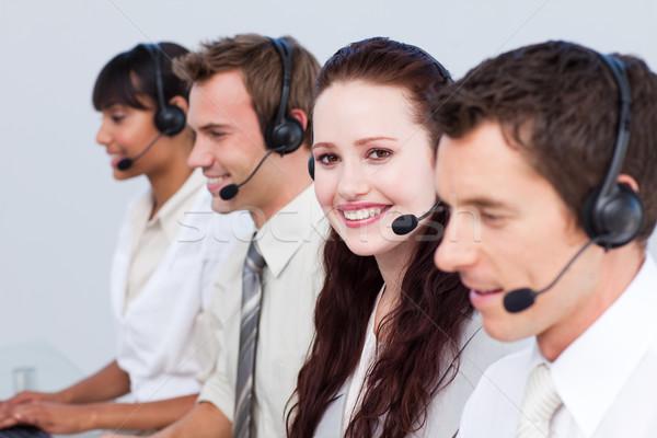 Vrouw werken meer mensen call center glimlachende vrouw Stockfoto © wavebreak_media