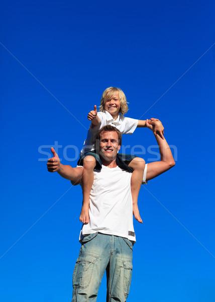 Kid Плечи улыбаясь семьи счастливым Сток-фото © wavebreak_media
