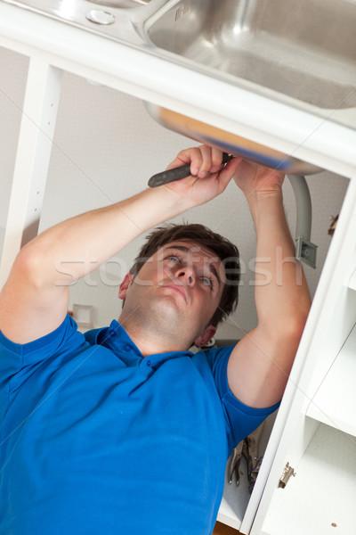Manual hombre fregadero cocina casa Foto stock © wavebreak_media