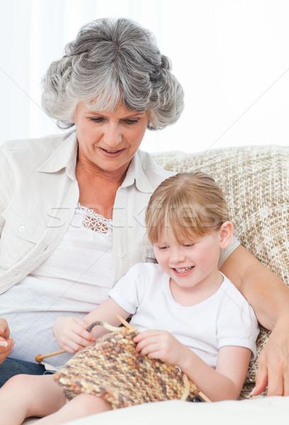 Foto stock: Avó · ajuda · little · girl · menina · feliz · trabalhar