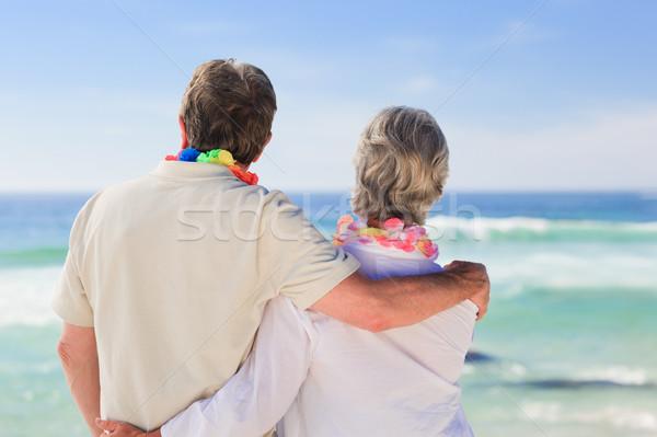 влюбленный пару глядя морем человека счастливым Сток-фото © wavebreak_media