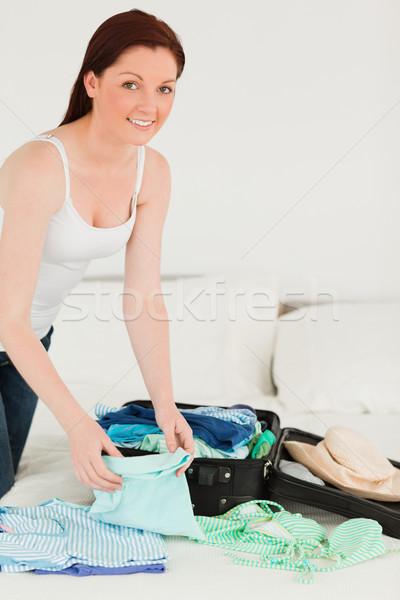 Iyi görünümlü kadın bavul yatak odası yatak Stok fotoğraf © wavebreak_media