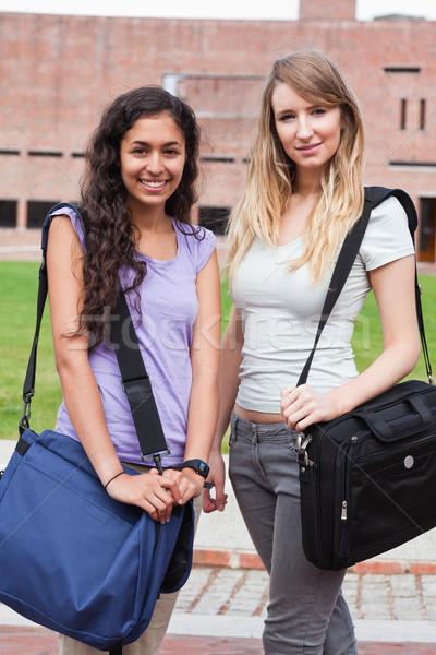 Portre gülen kadın Öğrenciler poz dışında Stok fotoğraf © wavebreak_media