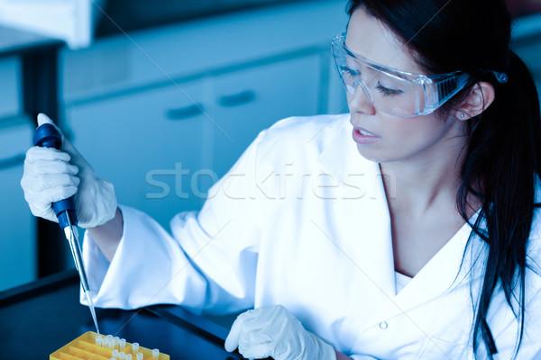 Ciencia estudiante líquido tubo de ensayo laboratorio trabajo Foto stock © wavebreak_media